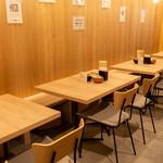 うどん和助 - テーブル席