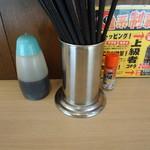 ぶたやま - 箸と調味料