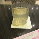千疋屋総本店 - 伝票を書く際、レモネードのサービスがありました