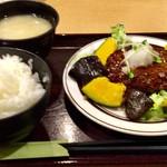 まいしょく家 - 和風おろしハンバーグの定食 620円