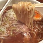 中華ソバ 櫻坂 - やや中太ほぼストレート麺