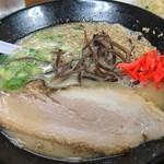 松福 - 料理写真:博多のラーメンにも似たとんこつラーメンは細めんが嬉しい❗