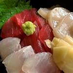 磯料理 喜良久亭 - 鮪、平目、帆立刺し
