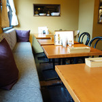 エピドール - 1階がパン工房&ショップで、2階がカフェ&レストランになっています。