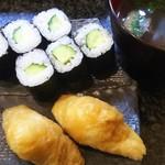 寿司割烹 海王 - かっぱ巻き1本  いなり2個  お吸い物