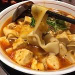 四川料理 芙蓉麻婆麺 - 芙蓉麻婆麺(並)  850円(税別) 手づくり太麺、辛さひかえめ(普通)