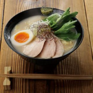 お昼にも、お酒の〆にもおすすめ博多鶏白湯ラーメン