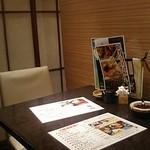 舞桜 - 内観写真:各席、簾で区切られてます