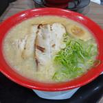 ラーメン 大勝 - 料理写真:豚骨醤油ラーメン 820円