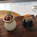 96138090 - 左:桜肉のタルタル最中 右:バターナッツとフォアグラの冷製テリーヌ