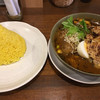 Spice&cafe SidMid - 料理写真:炙りチキンレッグ (*´ω`*) スープカレー 4辛 ライスはL