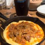 クラフトビアマーケット - 牛すじのトマト煮込みとスクランブルエッグ