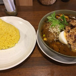 spice&cafe SidMid - 炙りチキンレッグ (*´ω`*) スープカレー 4辛 ライスはL