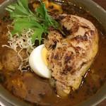 spice&cafe SidMid - 鶏レッグ (*´ω`*) スープカレー 4辛 中に ヤングコーンなどの野菜もありで誠実な作り
