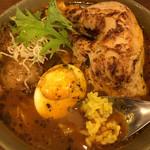 spice&cafe SidMid - あぶり鶏レッグ (*´ω`*) スープカレー 4辛 ターメリックなライスと
