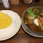 spice&cafe SidMid - 炙り鶏レッグ (*´ω`*) スープカレー 4辛 ライスL