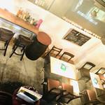 エラドゥーラ - 1階テーブル、カウンター☆