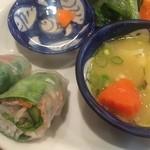 タン・カフェ - 生春巻とベトナム風カレースープ