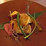 96149473 - 本日の肉料理~但馬鶏のグリル 焼き野菜添え 鶏の骨で取ったソース