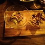 SIC cafe&bar - 魚介とアボカドのサラダ&きのこのパイ