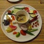9615444 - 野菜の新鮮さもですが、このソース?(といえばいいのかな?)美味しかったなぁ