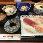 ひら田 - 料理写真:寿司定食=860円