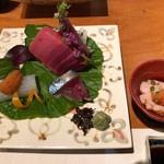 旬味食彩 佳乃 - 鮪の赤身と中トロ、烏賊ウニのせ、しめ鯖、白子酢