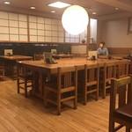 福田屋 - 落ち着いた雰囲気の店内