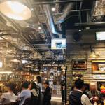 クラフトビールタップ グリル&キッチン - 多くの客で賑わっている!