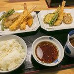 陣屋 - 料理写真:「上天ぷら定食」(880円)+「大海老」(200円)※タイムサービスで半額。
