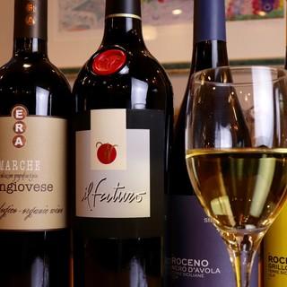 パスタにマッチするワインも揃えております。