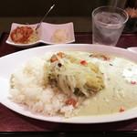 玄 - 料理写真:タイ風グリーンカレー(900円)