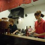9617949 - カウンター席は厨房の前