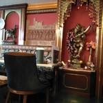 本格インド料理アシス - 本日のガネーシャ様〜ククリと内装はほぼ一緒