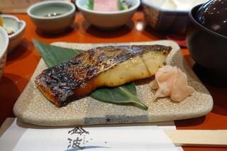 鈴波  中部国際空港店 - 食べごたえのあるサイズの鰆の粕漬け焼き