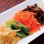 和牛焼肉ブラックホール - 箸休めに彩り野菜ナムル