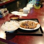 七番 - しょうが焼き定食、500円。