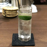 カフェ&バー 琥珀 - ジントニック600円('18.11月上旬)