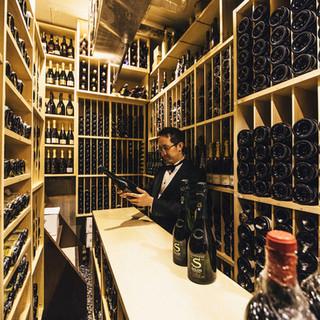 WINE-最高の状態で提供できるよう熟成を重ねているワイン