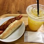 カフェブリッコ - 料理写真:ランチで食べた「チリドッグ」&「100%オレンジジュース」♫