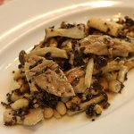 イタリア食堂 MARIA - 鳥もも肉と木の子のサラダくるみのソース