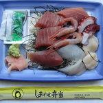 阿部鮮魚店 - 料理写真:まぐろぜいたく弁当