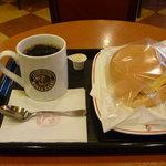 カフェ・ベローチェ - ブレンドコーヒー&ベーコンオムレツサンド
