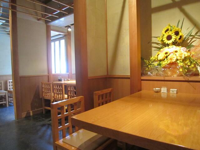 石臼挽き手打蕎楽亭 - 奥のテーブル席