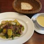 96194590 - 野菜もたっぷりな豚肩ロースのロティ、熱々さつま芋のポタージュ、自家製パン