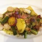 96194613 - 豚肩ロースのロティ、ゴーヤ、里芋、じゃが芋、さつま芋、バジル風味のソース