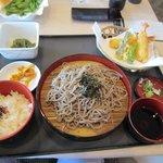 阿蘇リゾート グランヴィリオホテルゴルフ場 - 注文したざる蕎麦定食は1000円です。