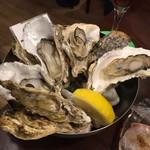 魚とワイン はなたれ The Fish and Oysters - 焼き牡蠣(三重県の桃取)