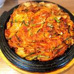 韓国料理Bibim - 料理写真:キムチチーズチヂミ