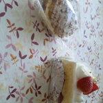 コロリ - 壺焼きシュー&イチゴのショート♪